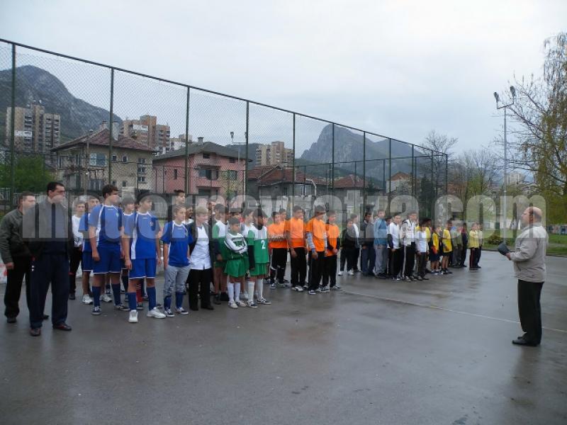 Проведе се турнир по футбол на малки врати за деца