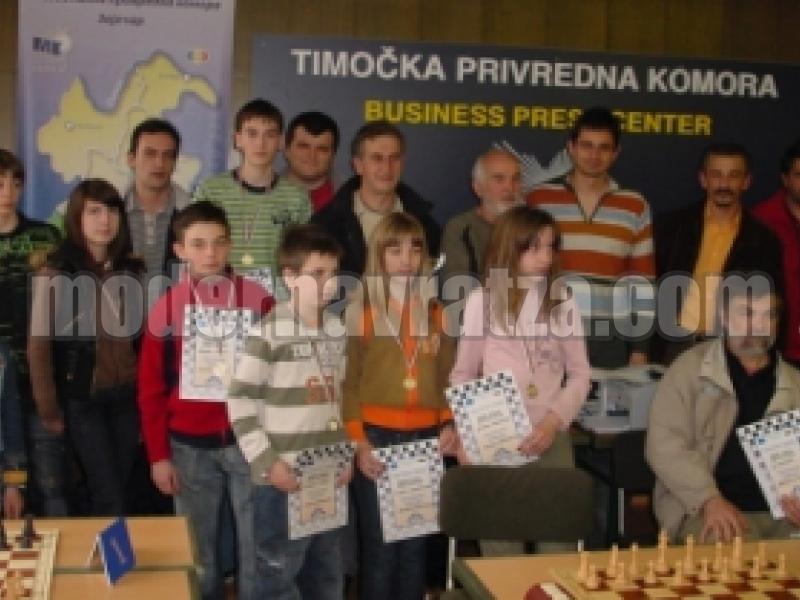 Шахматисти от Сърбия гостуваха на турнир в село Вълчек