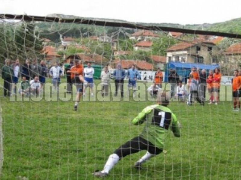 За 12-и път в Мездра организират открит футболен турнир
