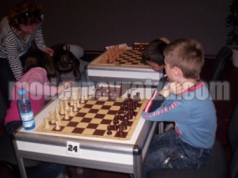Малчугани представят Враца на републиканското по шах