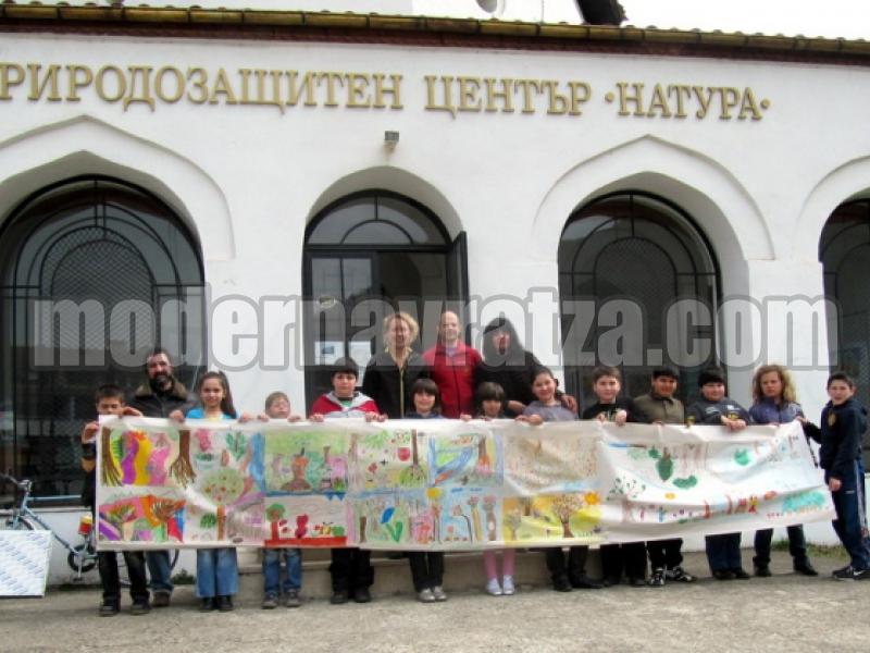 ДЕЦА НАРИСУВАХА 10-МЕТРОВА ГОРА