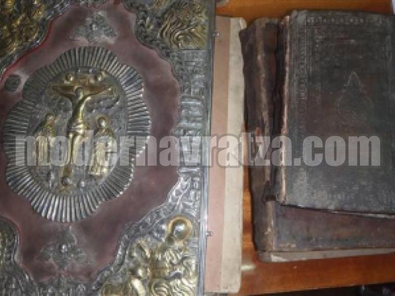 ПОКАЗАХА ЦЪРКОВНИ КНИГИ ВЪВ ВИДИНСКАТА БИБЛИОТЕКА