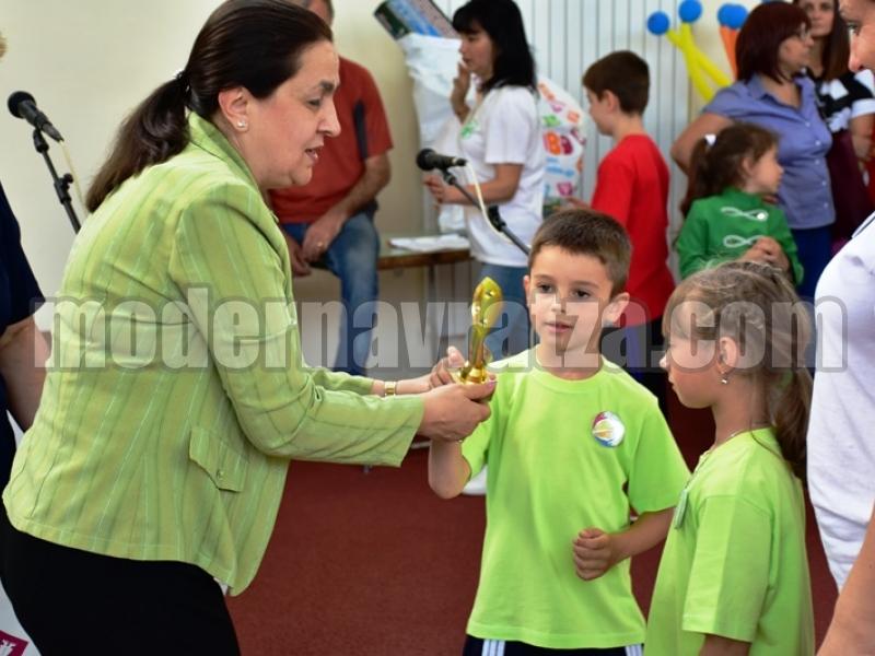 НАД 600 ДЕЦА ДЕМОНСТРИРАХА СПОРТНИ УМЕНИЯ