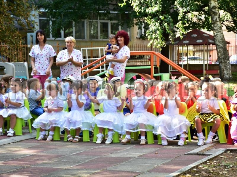 """ДЕВЕТ  ГОДИНИ ДЕТСКА ЯСЛА """"ПРИКАЗКА"""""""