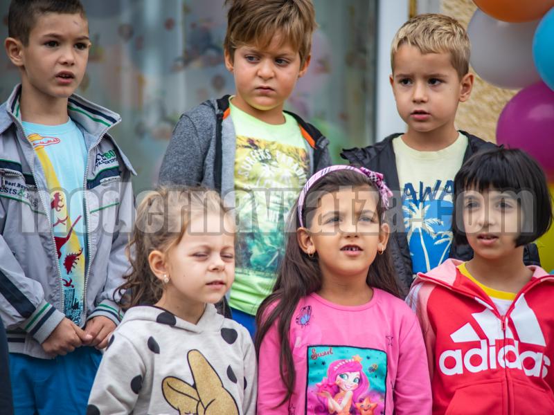 ДЕЦАТА НА МОРАВИЦА ВЛЯЗОХА В НАПЪЛНО ОБНОВЕНАТА СЛЕД ОСНОВЕН РЕМОНТ ДЕТСКА ГРАДИНА В СЕЛОТО